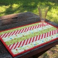 174 Christmas Quilt Patterns and Projects | FaveQuilts.com : easy quilted placemat patterns - Adamdwight.com