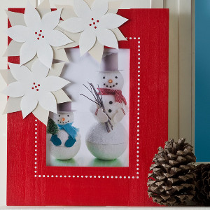 Cute DIY Poinsettia Frame