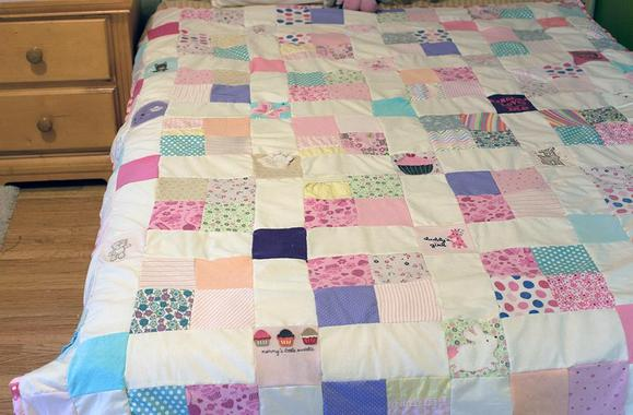 6 Free Quilt Patterns from Our Gift Guide: Last Minute Small ... : small quilting projects gifts - Adamdwight.com